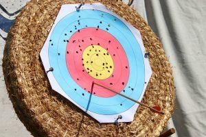 Zielscheibe Bogen und Armbrust finden